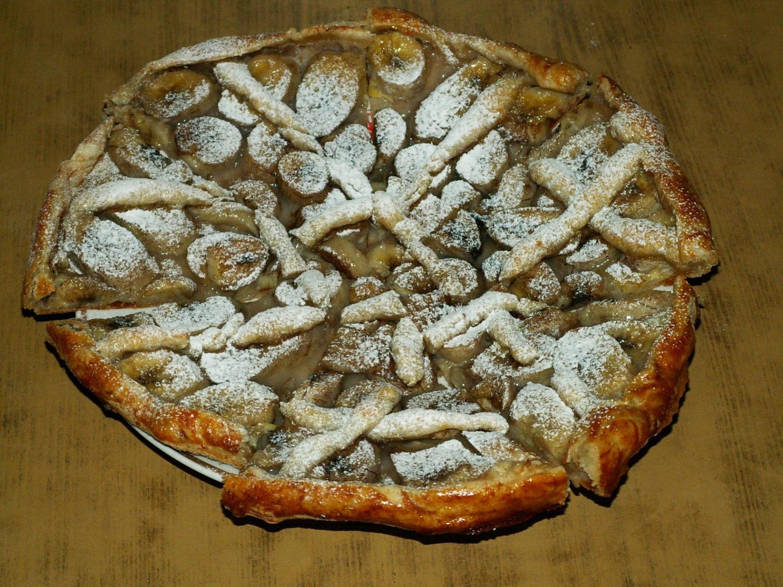 Пирожки из слоеного теста с бананами рецепт