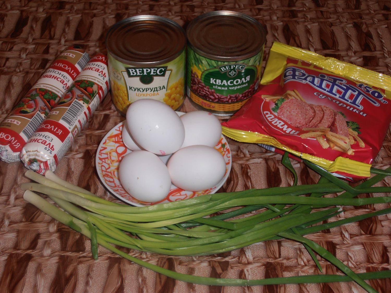 рецепт салат с сухариками и кукурузой