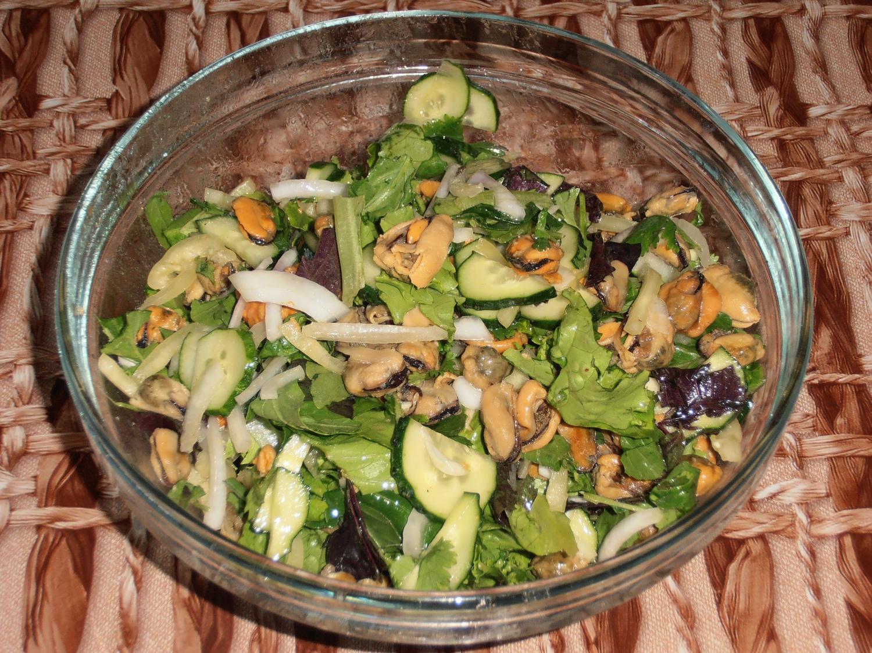 Легкий салат с мидиями рецепт