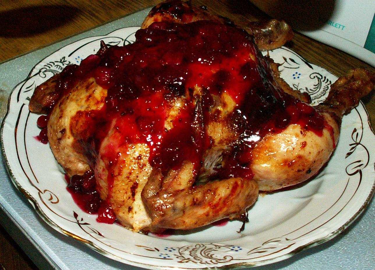 Курица с брусничным соусом